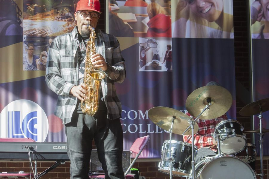 Kenneth+Humble+plays+saxophone+on+Feb.+1%2C+2019%2C+in+the+A.Lincoln+Commons.+The+Kenneth+Humble+Group+was+performing+as+part+of+the+%27Let+the+Journey+Continue%27+kickoff+event+for+Black+History+Month.+
