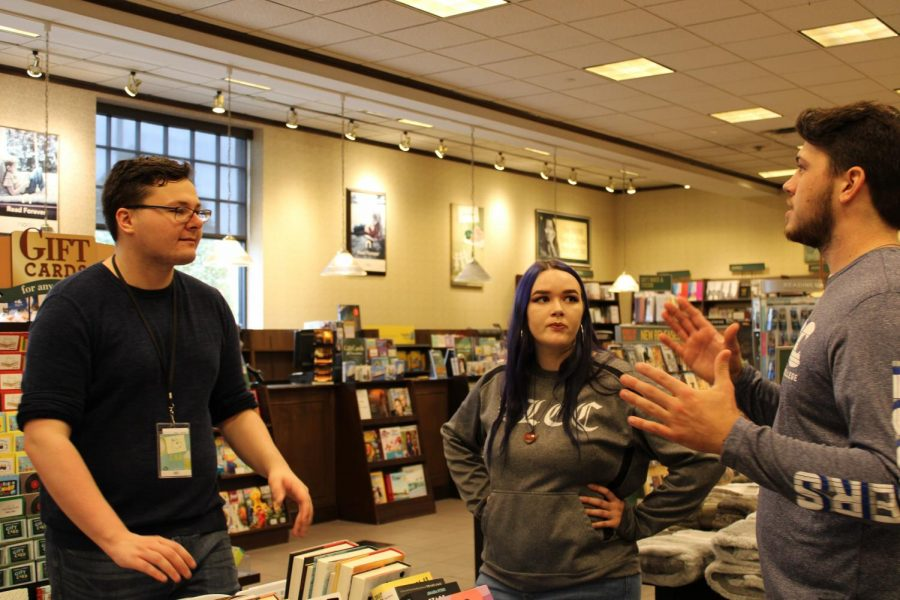 EDU 220 students set out to make a difference in community by raising money for classroom libraries at Southeast High School.