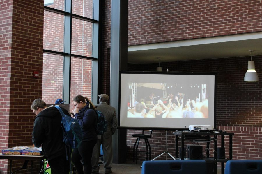 Students gather in commons to watch