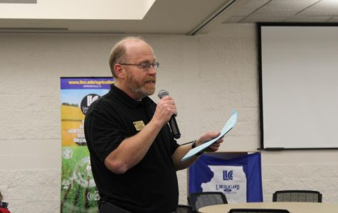 Agronomy professor Bill Harmon was the MC of the lunch event. He facilitated trivia.