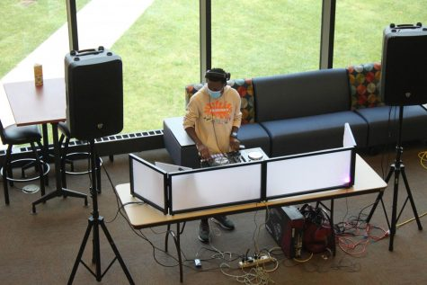 DJ Yinka plays musing in the Lincoln Commons